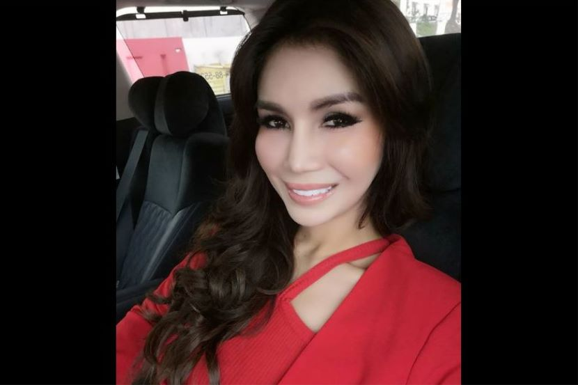 Nur Sajat berpakaian merah pergi ke Mahkhamah